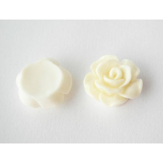 Resin rózsa cabochon fehér