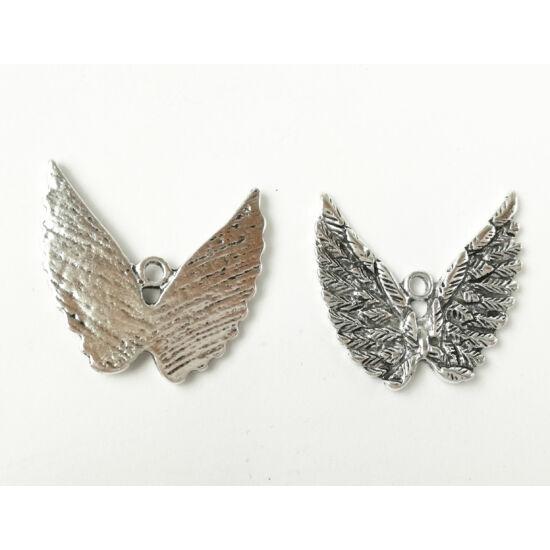 Dupla kitárt szárny charm ezüst