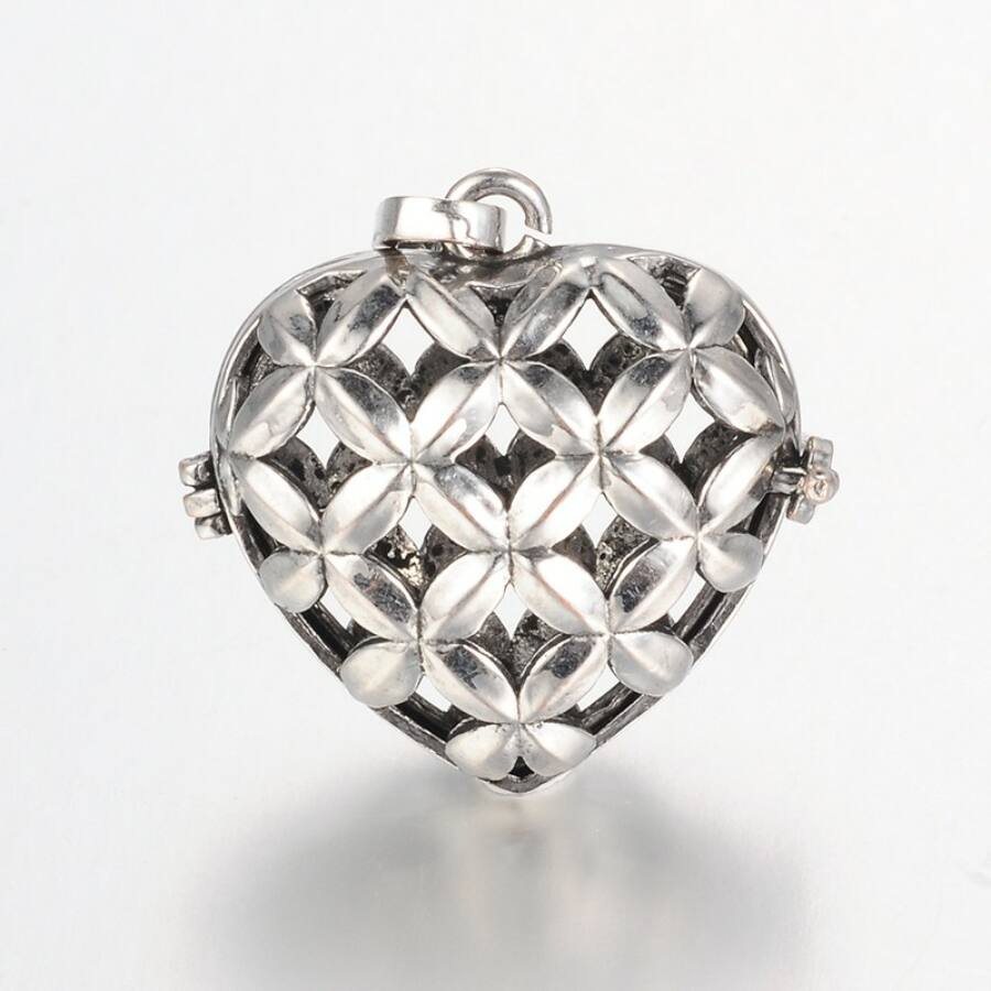 Rácsos szív angyalhívó antikolt ezüst színű
