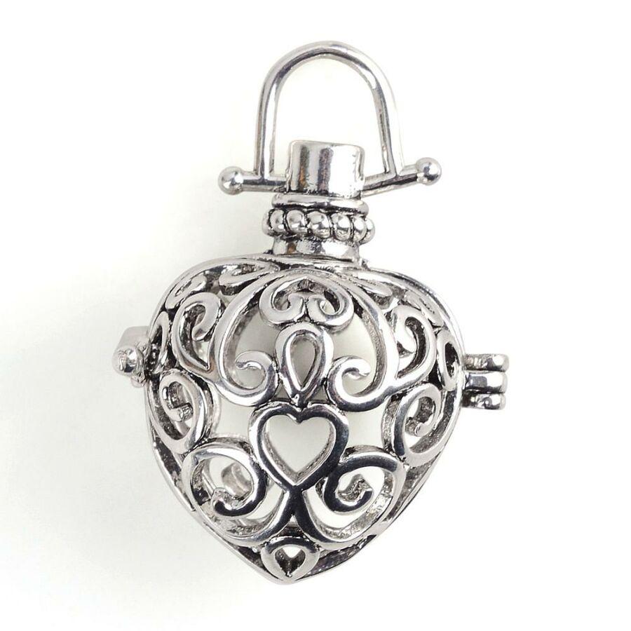 Díszes szív formájú aromaterápiás medál antik ezüst színű