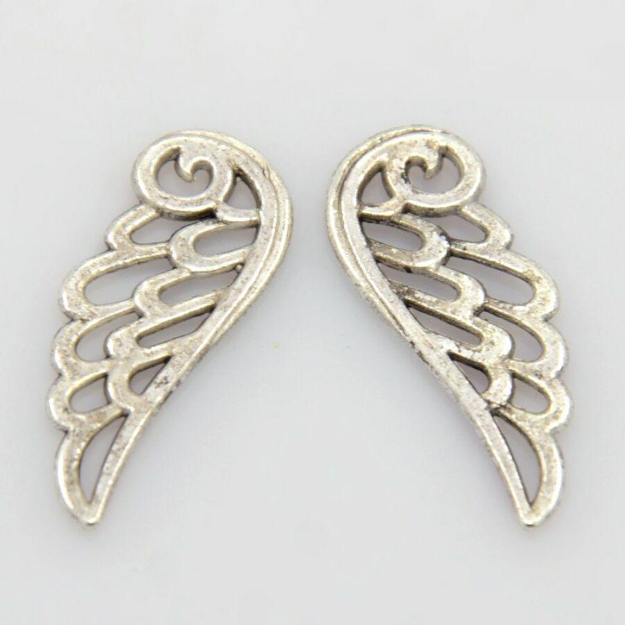 Áttört szárny charm ezüst