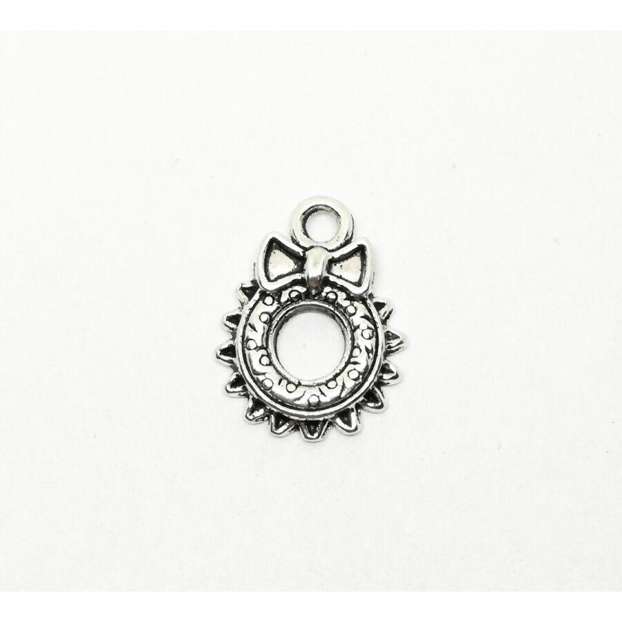 Kicsi díszes adventi koszorú charm ezüst