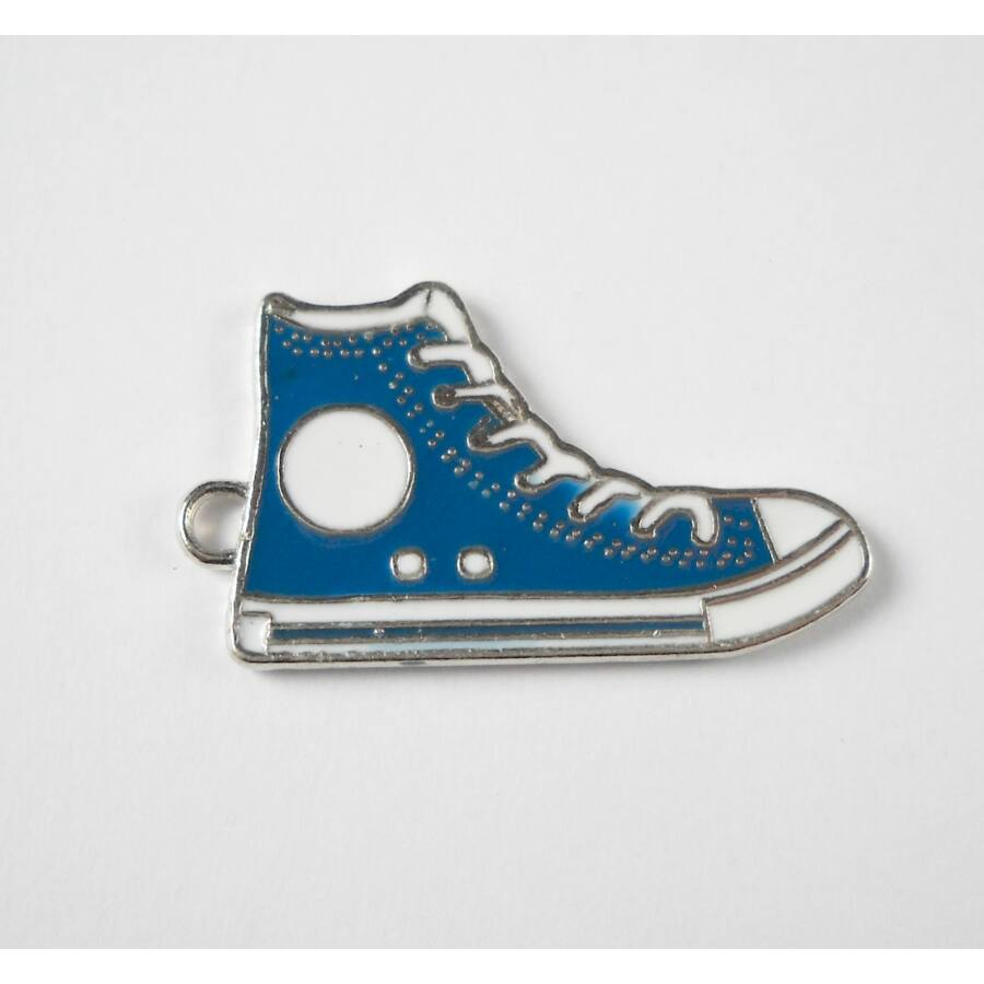 Sötétkék tornacipő zománcos charm