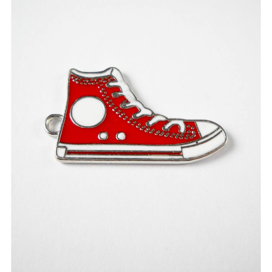 Piros tornacipő zománcos charm
