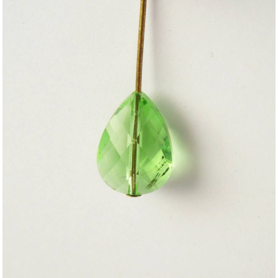 Csiszolt csepp üveggyöngy világos zöld 10x14mm